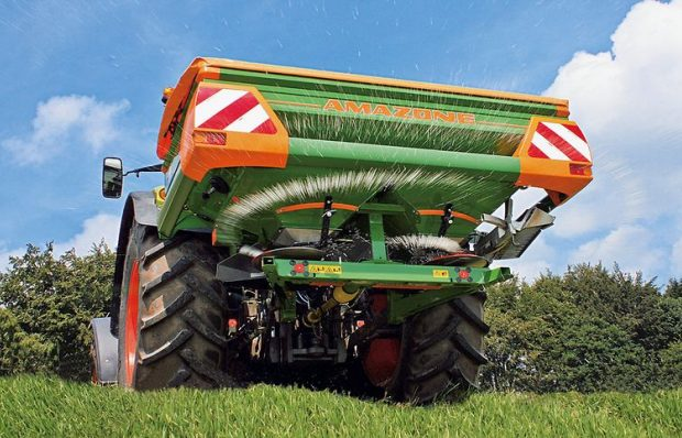 Equipment loan for combine harvester and mounted fertilizer spreader