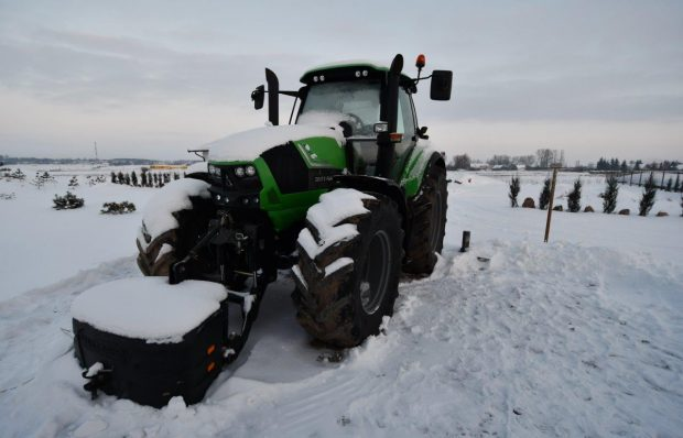Loan backed with a tractor Deutz-Fahr Agrotron 6180